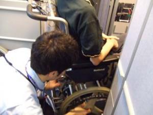 米子空港で羽田行きに乗り込む様子